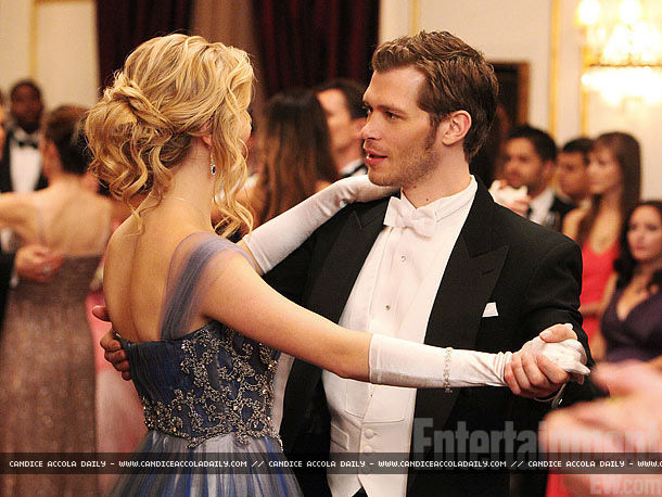 New-TVD-stills-3x14-Dangerous-Liaisons-BTS-candice-accola-28260171-610-458.jpg