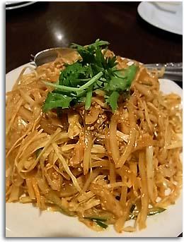 カライ味の蒸し鶏サラダ