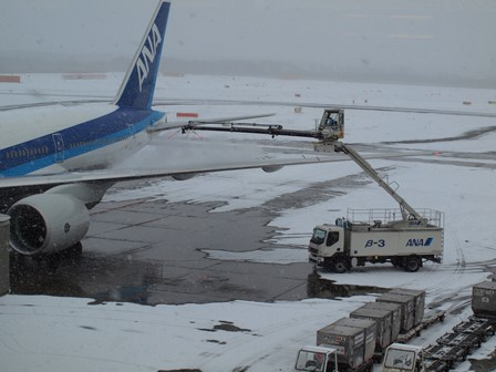 主翼の除雪