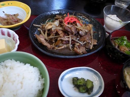 奥出雲町特産の舞茸がたっぷり入った舞茸焼肉定食