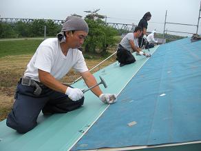 屋根トタン張り