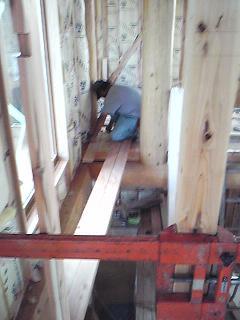 2階床貼り完成