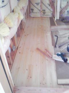 2階床貼り完成2