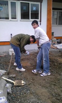 穴掘り少年隊