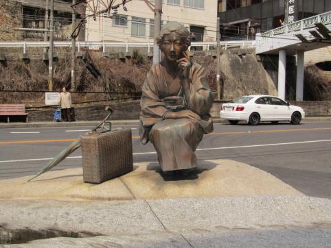 芙美子銅像