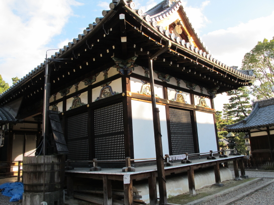極彩色の拝殿