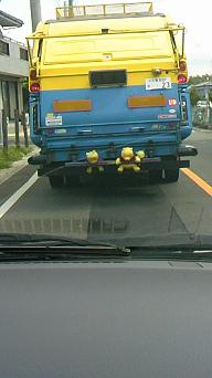 ゴミ収集車1
