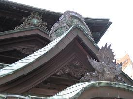 又新殿の玄関の瓦