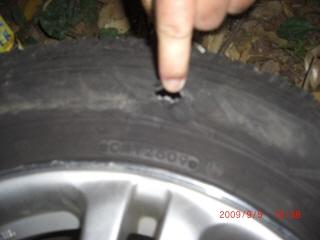 車 タイヤ パンク