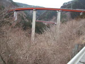 自殺の名所ループ橋17
