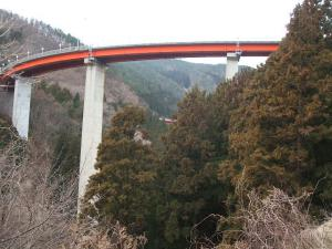 自殺の名所ループ橋13