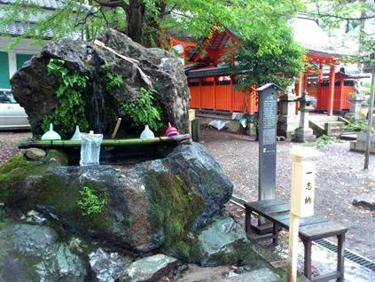 藤森神社 不二の水001