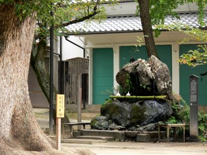 藤森神社 不二の水005