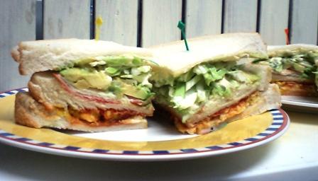 カニカマ・アボカド・オムレツのサンドイッチ♪