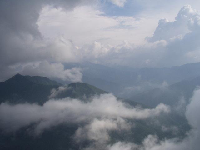 南アルプス-鋸岳縦走(北沢峠~甲斐駒ケ岳~六号石室~第二高点~第一高点~横岳峠~富士川源流~富士見)H17・8・6~7) 012