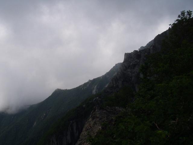 南アルプス-鋸岳縦走(北沢峠~甲斐駒ケ岳~六号石室~第二高点~第一高点~横岳峠~富士川源流~富士見)H17・8・6~7) 007