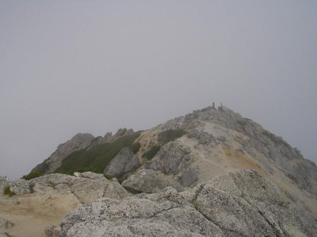 南アルプス-鋸岳縦走(北沢峠~甲斐駒ケ岳~六号石室~第二高点~第一高点~横岳峠~富士川源流~富士見)H17・8・6~7) 021