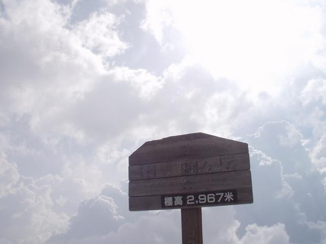 南アルプス-鋸岳縦走(北沢峠~甲斐駒ケ岳~六号石室~第二高点~第一高点~横岳峠~富士川源流~富士見)H17・8・6~7) 020