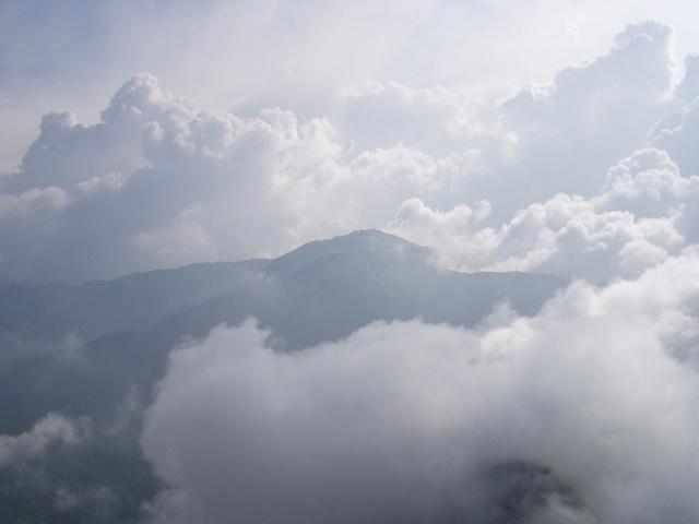 南アルプス-鋸岳縦走(北沢峠~甲斐駒ケ岳~六号石室~第二高点~第一高点~横岳峠~富士川源流~富士見)H17・8・6~7) 013