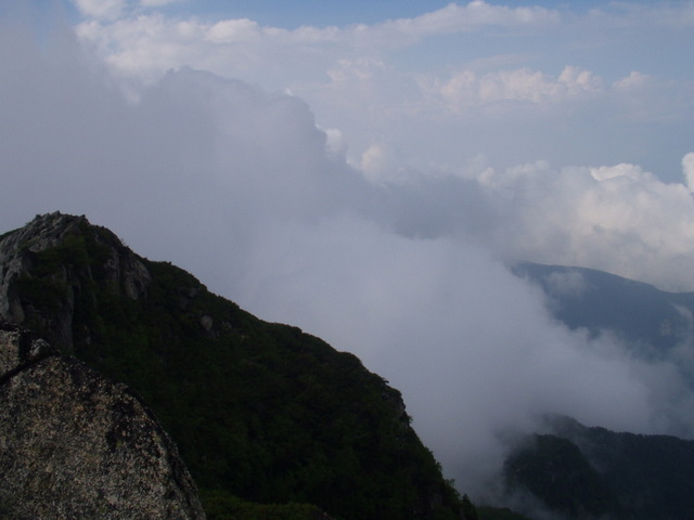 南アルプス-鋸岳縦走(北沢峠~甲斐駒ケ岳~六号石室~第二高点~第一高点~横岳峠~富士川源流~富士見)H17・8・6~7) 030