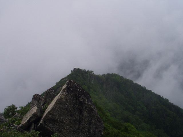 南アルプス-鋸岳縦走(北沢峠~甲斐駒<br />ケ岳~六号石室~第二高点~第一高点~横岳峠~富士川源流~富士見)H17・8・6~7) 034