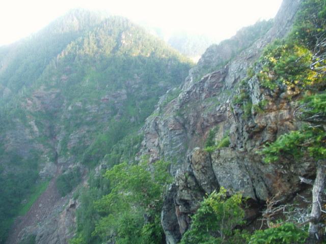 南アルプス-鋸岳縦走(北沢峠~甲斐駒ケ岳~六号石室~第二高点~第一高点~横岳峠~富士川源流~富士見)H17・8・6~7) 057