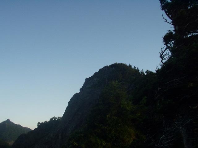 南アルプス-鋸岳縦走(北沢峠~甲斐駒ケ岳~六号石室~第二高点~第一高点~横岳峠~富士川源流~富士見)H17・8・6~7) 060