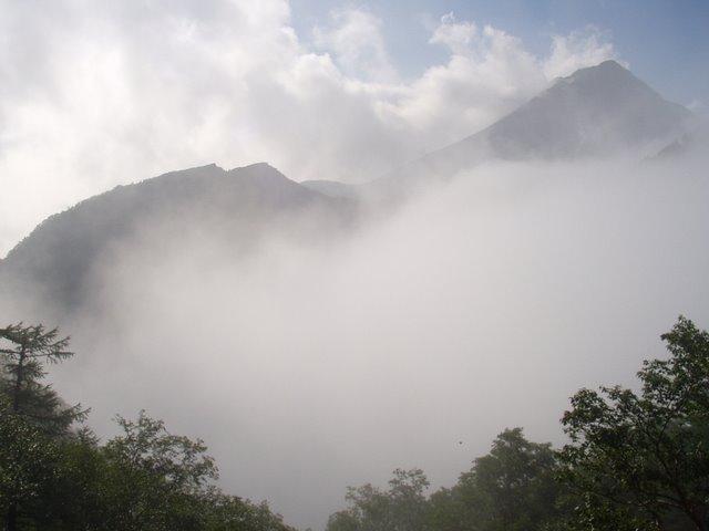南アルプス-鋸岳縦走(北沢峠~甲斐駒ケ岳~六号石室~第二高点~第一高点~横岳峠~富士川源流~富士見)H17・8・6~7)② 060