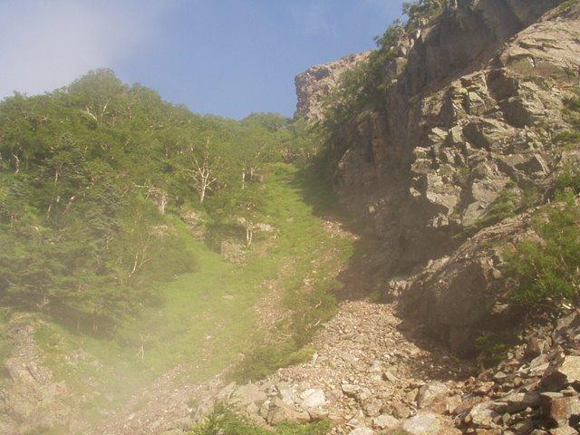 南アルプス-鋸岳縦走(北沢峠~甲斐駒ケ岳~六号石室~第二高点~第一高点~横岳峠~富士川源流~富士見)H17・8・6~7)② 059