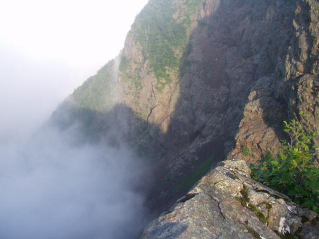 南アルプス-鋸岳縦走(北沢峠~甲斐駒ケ岳~六号石室~第二高点~第一高点~横岳峠~富士川源流~富士見)H17・8・6~7)② 055