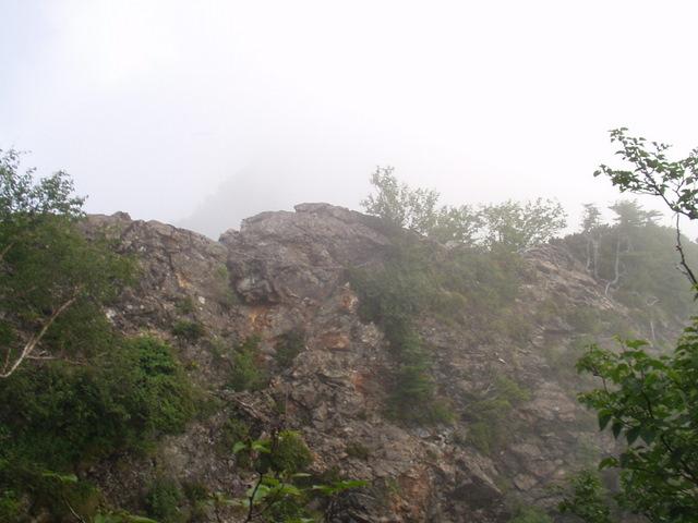 南アルプス-鋸岳縦走(北沢峠~甲斐駒ケ岳~六号石室~第二高点~第一高点~横岳峠~富士川源流~富士見)H17・8・6~7)② 020