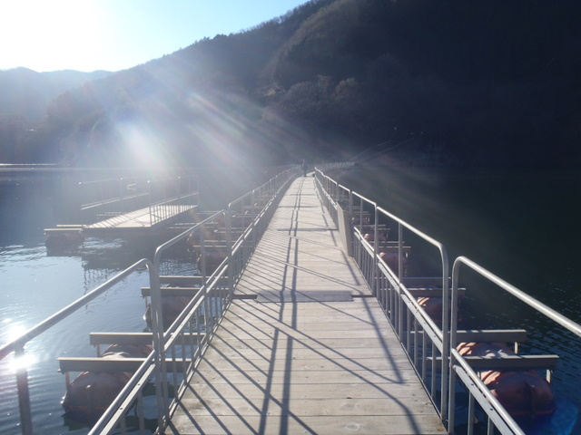 奥多摩ー奥多摩湖~鞘口峠~浅間尾根~払沢の滝H22.12.23 005