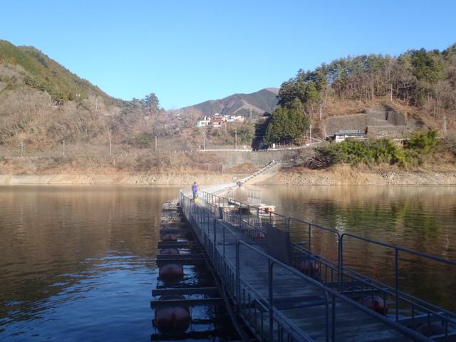 奥多摩ー奥多摩湖~鞘口峠~浅間尾根~払沢の滝H22.12.23 012
