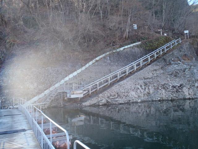 奥多摩ー奥多摩湖~鞘口峠~浅間尾根~払沢の滝H22.12.23 010