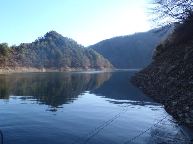 奥多摩ー奥多摩湖~鞘口峠~浅間尾根~払沢の滝H22.12.23 011