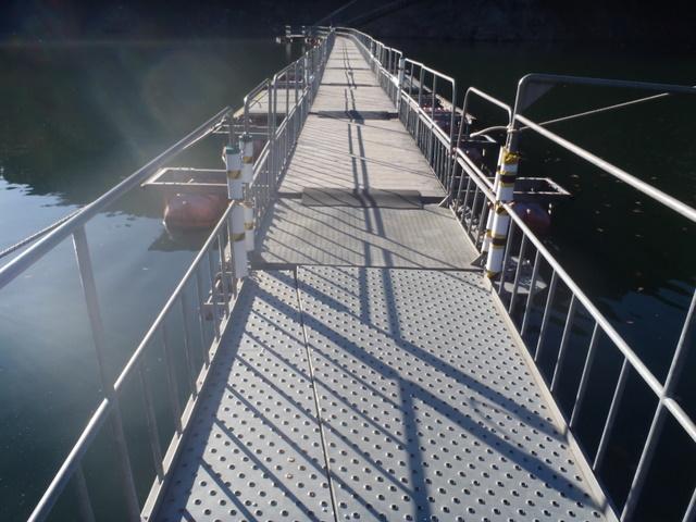 奥多摩ー奥多摩湖~鞘口峠~浅間尾根~払沢の滝H22.12.23 009