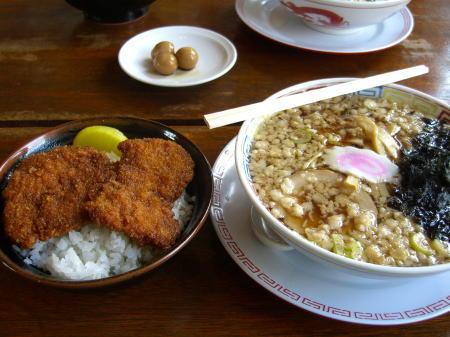 麺食堂まる七のラーメンセット