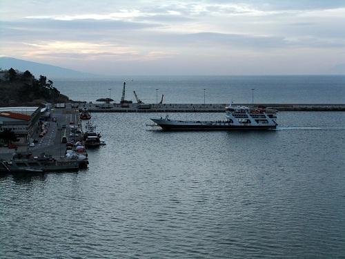 カヴァラ_タソス行きの船
