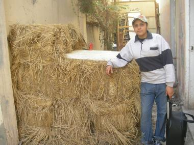 原料の藁はドンと積んであった