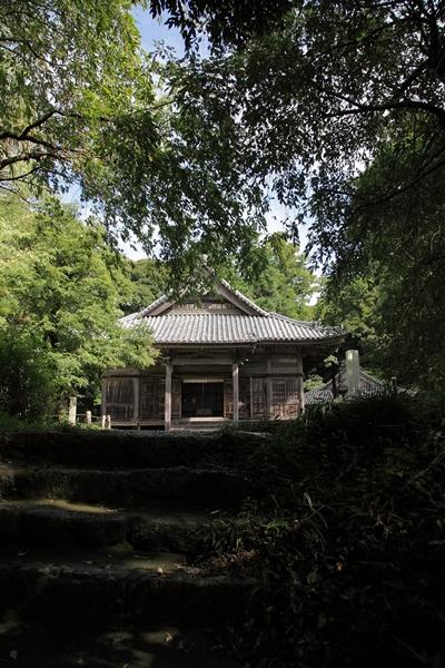 近長谷寺本堂をのぞむ参道階段
