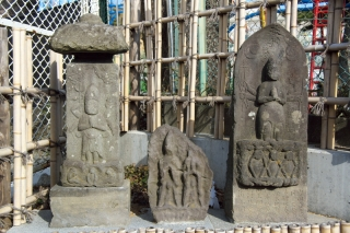 江島道:片瀬小学校前の庚申塔と双体道祖神