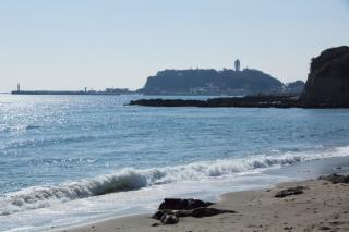 江島道:腰越付近から江の島方面の眺め
