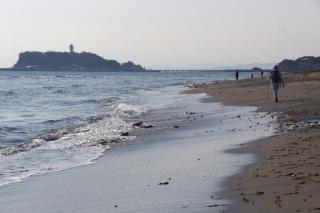 江島道:稲村ヶ崎付近での江の島方面の眺め