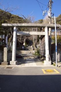 江島道:甘縄神社鳥居