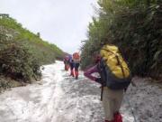 経塚山へ向かう