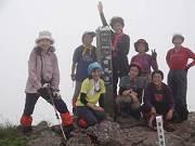 経塚山登頂 更にこの先7キロ-s