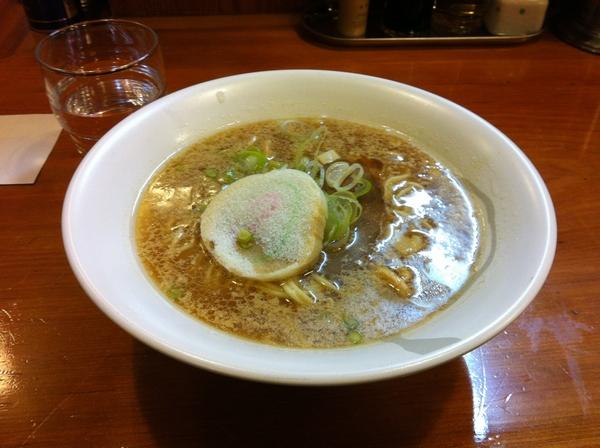 ほめられてのびる店 新川栄太郎 醤油ラーメン