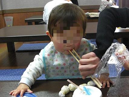 八食センター 休憩スペース(息子くん)-2