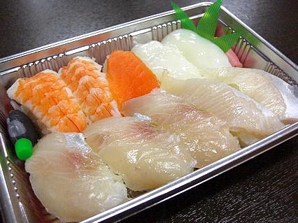 八食センター 勢登鮨 八食センター支店 カンパチ寿司(550円)