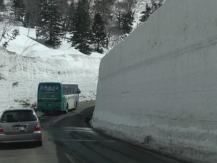春の八甲田 雪の回廊-3